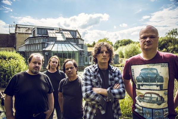 Steve Rothery (Marillion) med band till Sverige.