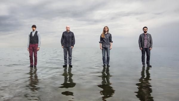 Earthside promotar sitt debutalbum.