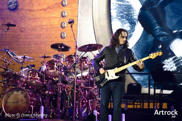 """Nytt smakprov från Rush's """"R40 Live""""."""
