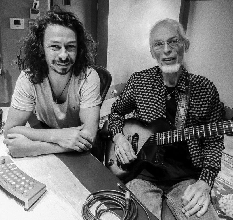 Leaving Aurora – hyllningsvideo från Steve Howe till sin son Virgil.