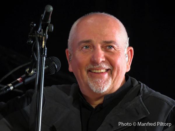 Foton från gårdagens spelning med Peter Gabriel ligger ute.